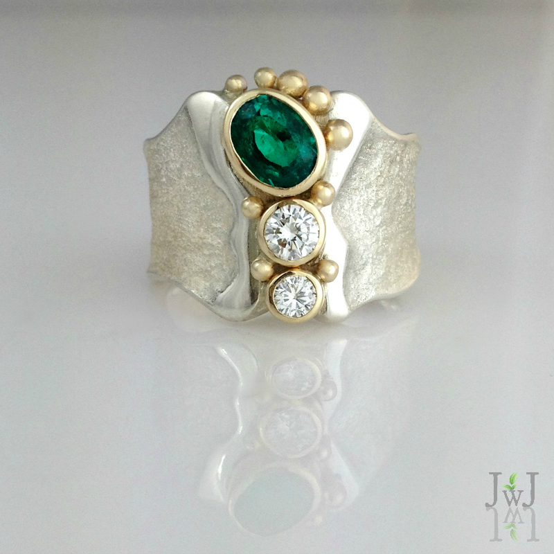 The Emerald emPOWER Ring features an ethically sourced lab created Emerald, with recycled Diamonds and Gold.